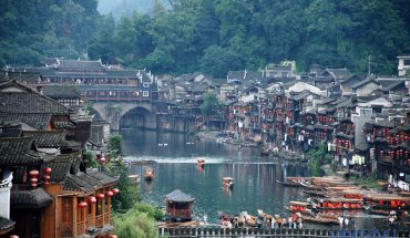 Kinh nghiệm du lịch Phượng Hoàng cổ trấn – Trương Gia Giới 6N5Đ chỉ với 7 triệu